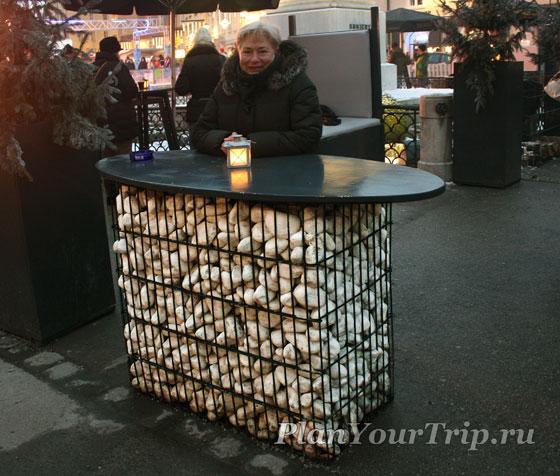 Уличный стол